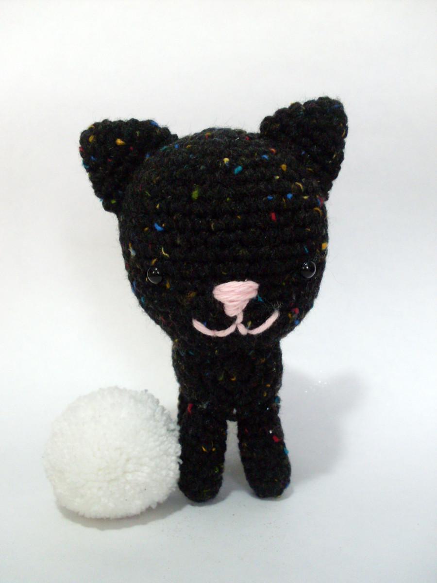 gatito negro con chispitas